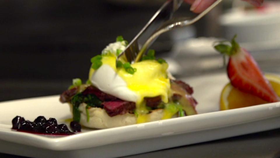 Bison, Eggs Benedict, Hotel Rimrock, Banff, Alberta, Brunch Benedict,